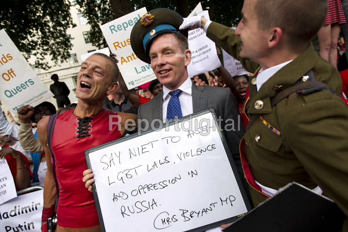 Chris Bryant MP joins the G20 International Day of Action, Global Speak Out on Russia against homophobic law. Downing Street, London. - Jess Hurd - 2013-09-04