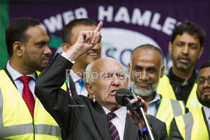 Max Levitas, veteran of the Battle of Cable Street. Protest against the English Defence League. Altab Ali Park, Tower Hamlets, East London. - Jess Hurd - 2013-09-07
