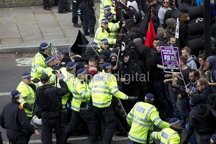 Protest against the English Defence League. Altab Ali Park, Tower Hamlets, East London. - Jess Hurd - 2013-09-07