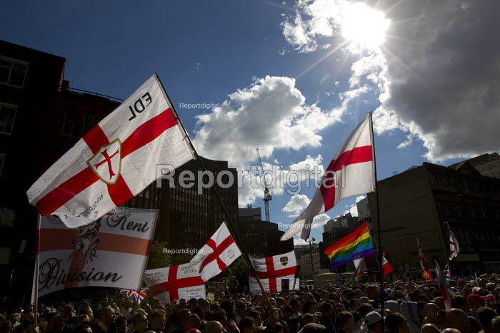 Mass demonstration in Tower Hamlets greets the English Defence League as they rally at Aldgate. East London. - Jess Hurd - 2013-09-07