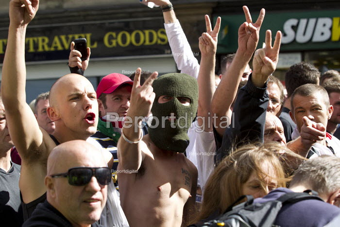 Protest confronts the English Defence League as they rally at Aldgate. East London. - Jess Hurd - 2013-09-07