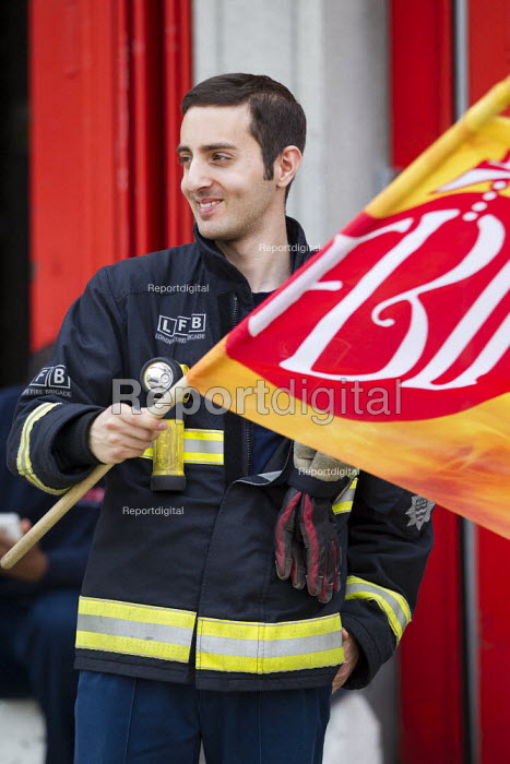 FBU 4 hour strike over firefighters pensions and retirement age. Poplar Fire Station, Tower Hamlets, East London. - Jess Hurd - 2013-09-25
