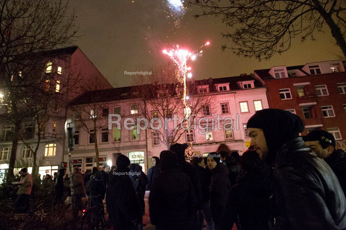 """Residents defy the police imposed """"Danger Zone"""", designated areas in Hamburg where freedom of assembly is suspended St Pauli, Hamburg, Germany. - Jess Hurd - 2014-01-08"""