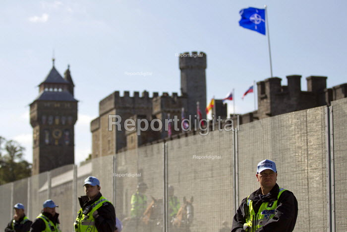 Policing around the security fence at Cardiff Castle, a NATO Summit venue, Cardiff, South Wales. - Jess Hurd - 2014-08-31