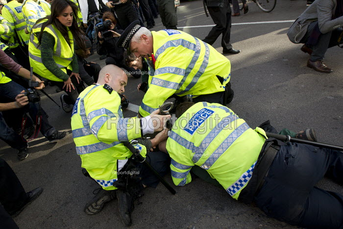 Fighting erupts as police attempt to stop and search a Kurdish demonstrator. Protest of Kurdish supporters of Kobane against ISIS attack, Parliament Square, LOndon. - Jess Hurd - 2014-10-11