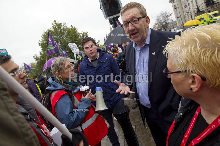 Len McCluskey Unite. NHS public service workers strike in a dispute over pay. St Thomas' Hospital, London. - Jess Hurd - 2014-10-13