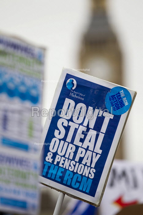 RCM join NHS public service workers strike in a dispute over pay. St Thomas Hospital, London. - Jess Hurd - 2014-10-13