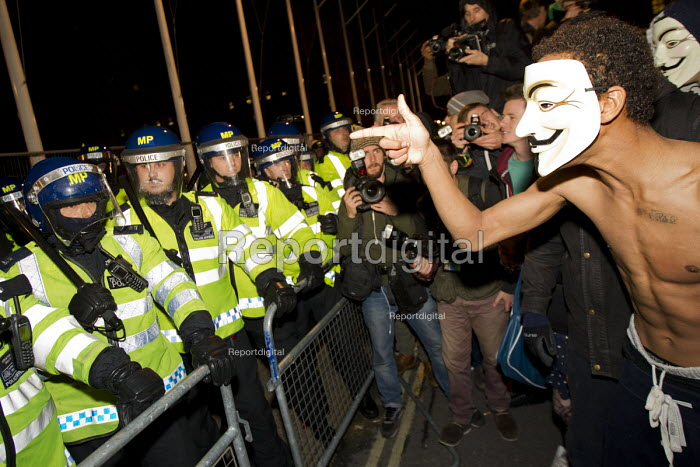 Fighting breaks out as riot police defend Parliament Square from an Anonymous, Million Mask March calling for Revolution. Westminster, London. - Jess Hurd - 2014-11-05