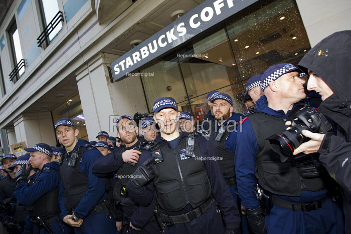 Police protect Starbucks coffee shop. Thousands of students march against debt and for free education. London. - Jess Hurd - 2014-11-19