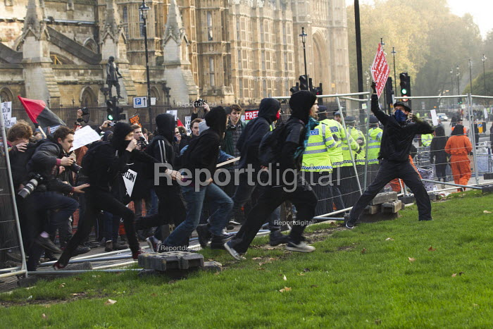 Thousands of students march against debt and for free education and break down the fences surrounding Parliament Square. London. - Jess Hurd - 2014-11-19