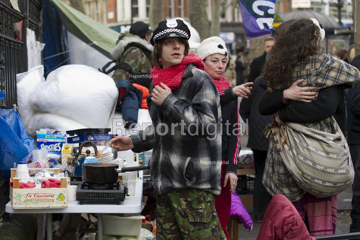 Love Activist protesters put on a food bank offering hot food to the homeless opposite RBS Bank where they were evicted by Westminster Council. London. - Jess Hurd - 2014-12-30