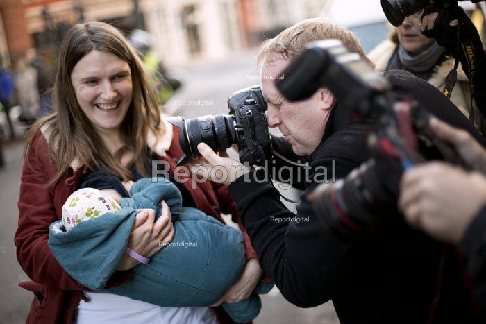 PA photographer Nick Ansell. Breastfeeding mothers gather outside Claridges Hotel in protest against the discrimination a mother faced whilst feeding her baby. London. - Jess Hurd - 2014-12-06