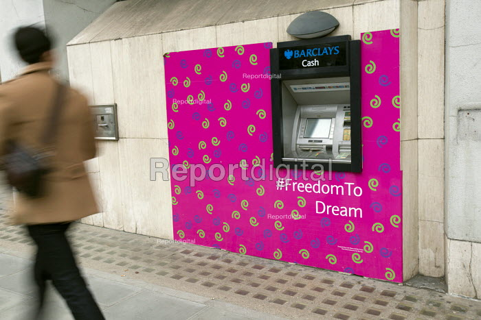 freedomtodream wallpaper ATM surround designed by Luke West and Ben Green from Ravensbourne BA Graphic Design course around a Barclays Cash Macine. Westminster, London. - Jess Hurd - 2014-12-15
