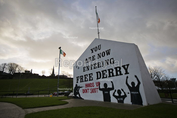 Hands Up Don't Shoot, You are now entering free Derry, Bloody Sunday memorial in solidarity with Fergurson and Palestine. Derry, Northern Ireland. - Jess Hurd - 2015-01-30
