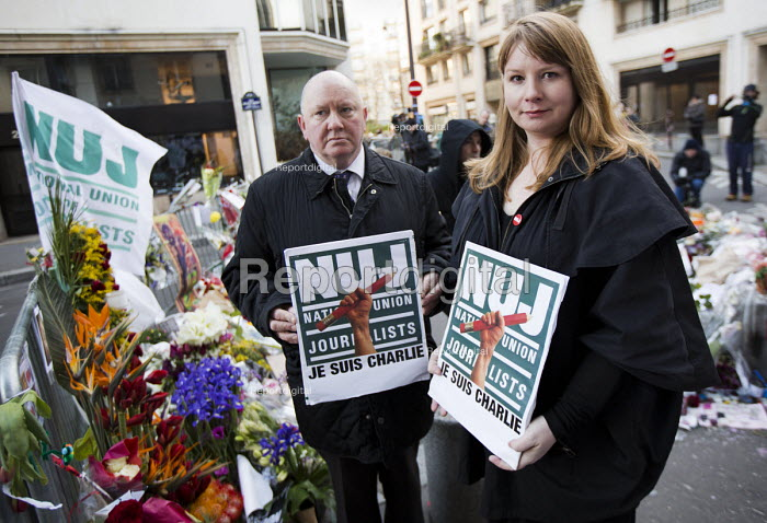 Michelle Stanistreet, NUJ GS and Seamus Dooley, NUJ Irish Secretary in solidarity with Charlie Hebdo, after the shooting of cartoonists in the attack on the Charlie Hebdo magazine offices. Paris. - Jess Hurd - 2015-01-11