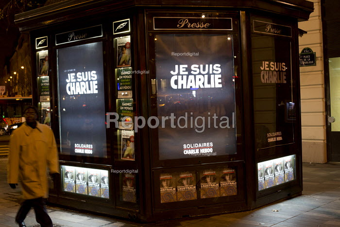 Je suis Charlie Hebdo unity march after the shooting of cartoonists in the attack on the Charlie Hebdo magazine offices, Paris. - Jess Hurd - 2015-01-11