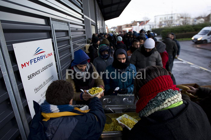 Calais migrants queue in freezing conditions for food provided by Salam. French authorities have instructed the charity to stop serving food on the street. France. - Jess Hurd - 2015-01-13