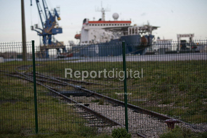 Fenced off areas where Calais migrants used to camp near the port. France. - Jess Hurd - 2015-01-13