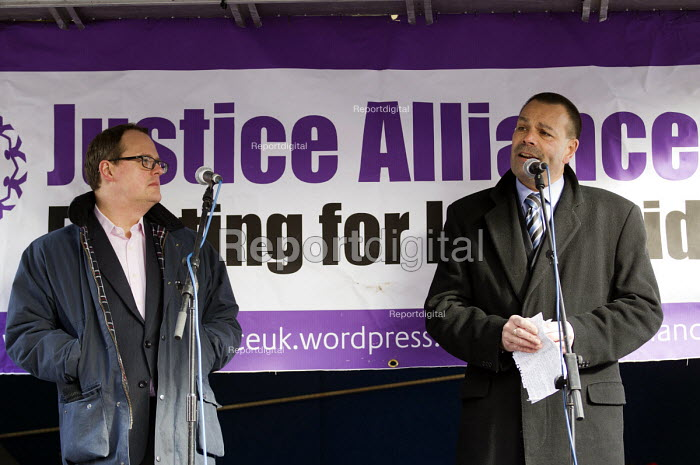Paul Nowak TUC and Ian Lawrence NAPO. Defend the Magna Carta. Justice Alliance, Relay for Rights along the Thames from Runnymede, the birthplace of the Magna Carta to the Global Law Summit. Against cuts to legal aid. London. - Jess Hurd - 2015-02-23