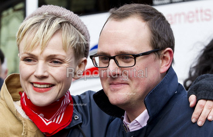 Paul Nowak TUC and Maxine Peake. Defend the Magna Carta. Justice Alliance, Relay for Rights along the Thames from Runnymede, the birthplace of the Magna Carta to the Global Law Summit. Against cuts to legal aid. London. - Jess Hurd - 2015-02-23