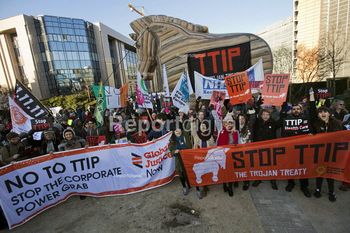 No TTIP campaigners lobby outside the European Commission with a Trojan Hourse. Brussels, Belgium. - Jess Hurd - 2015-02-04