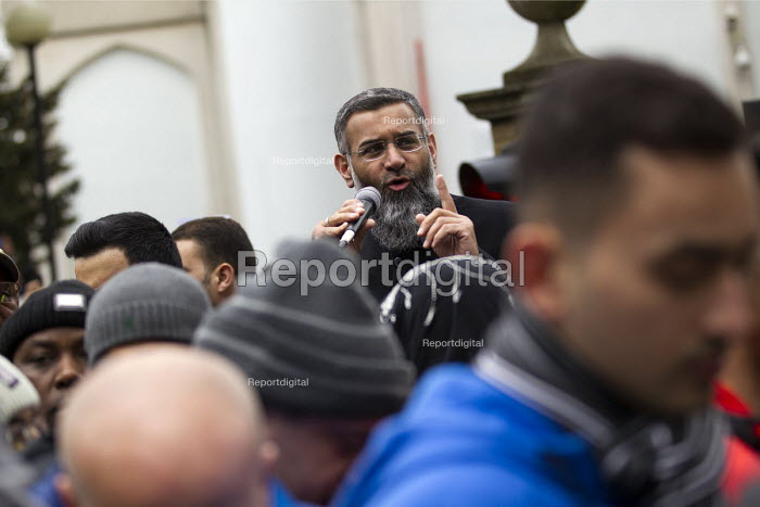 Anjem Choudary preaching, his group Islam4UK is urging Muslims not to vote in the election. Central London mosque. Regents Park. London. - Jess Hurd - 2015-04-03