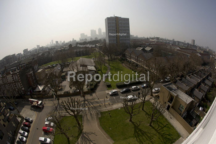 Pollution haze over East London with a view of Canary... - Jess Hurd, jj1504056.jpg