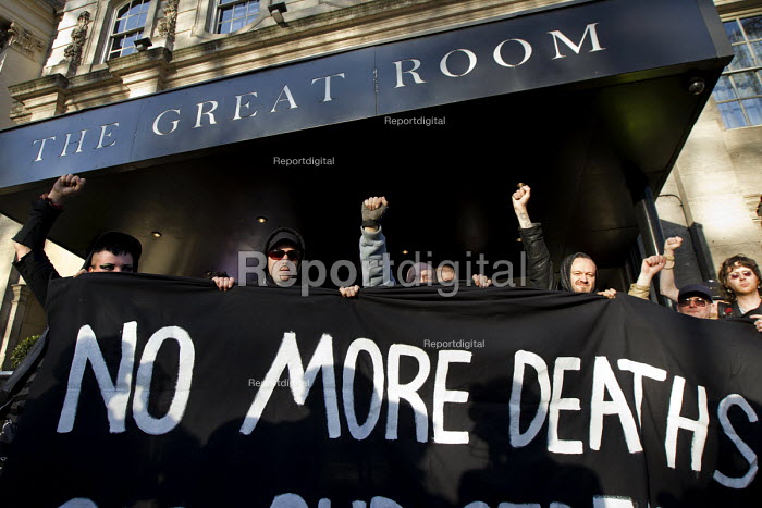 Social housing and anti-gentrification campaigners disrupt the annual Property Awards attended by luxury property development companies. Grovesnor Hotel, Park Lane. London. - Jess Hurd - 2015-04-22