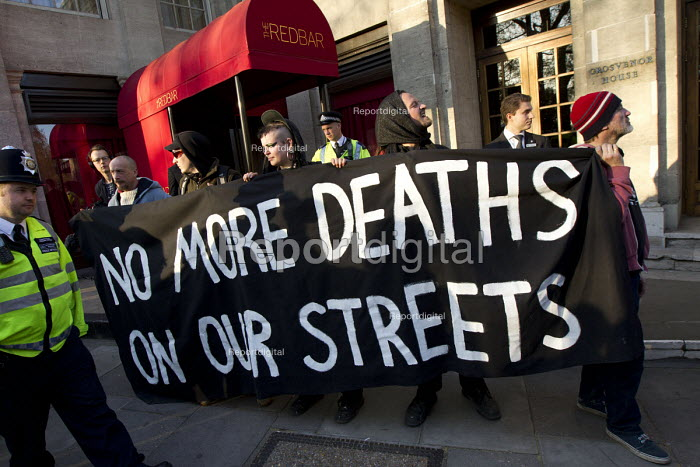 No more death on the streets. Social housing and anti-gentrification campaigners disrupt the annual Property Awards attended by luxury property development companies. Grovesnor Hotel, Park Lane. London. - Jess Hurd - 2015-04-22