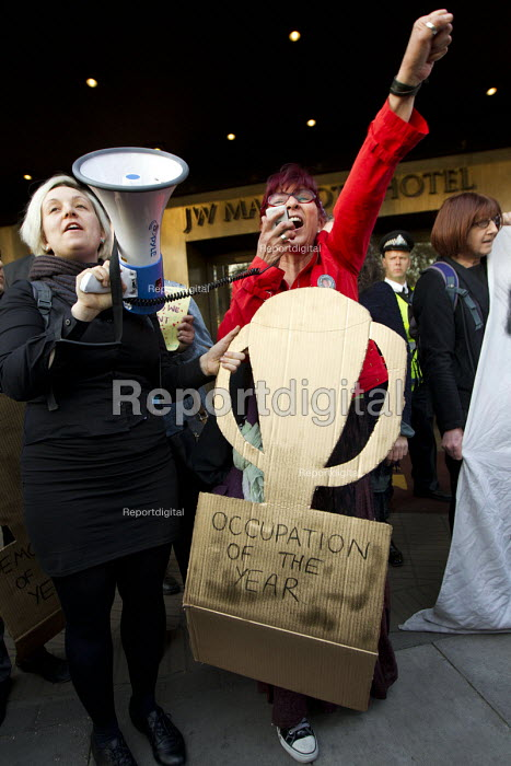 Alternative Awards, occupation of the year. Social housing and anti-gentrification campaigners disrupt the annual Property Awards attended by luxury property development companies. Grovesnor Hotel, Park Lane. London. - Jess Hurd - 2015-04-22