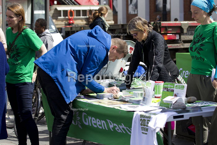 Green Party stall, Brixton. South London. - Jess Hurd - 2015-04-25