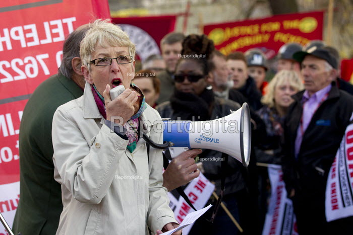 Gail Cartmail Unite speaking, International Workers Memorial Day rally beside the Building Worker statue, Tower Hill, London. - Jess Hurd - 2015-04-29