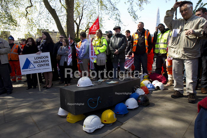 International Workers Memorial Day rally beside the Building Worker statue, Tower Hill, London. - Jess Hurd - 2015-04-29