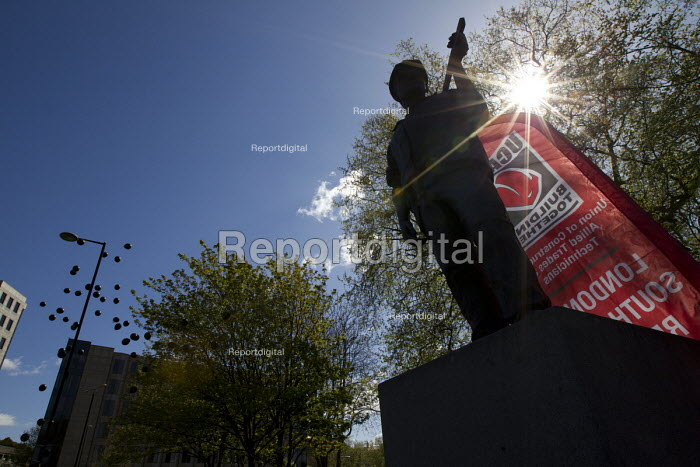 Black balloons released. International Workers Memorial Day rally beside the Building Worker statue, Tower Hill, London. - Jess Hurd - 2015-04-29