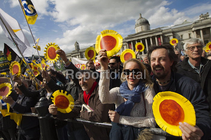 National Gallery strikers. May Day, International Workers Day protest. Trafalgar Square, London. - Jess Hurd - 2015-05-01