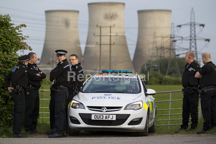 24h policing at the Reclaim The Power protest camp at Didcot Power Station. Oxfordshire. - Jess Hurd - 2015-06-01