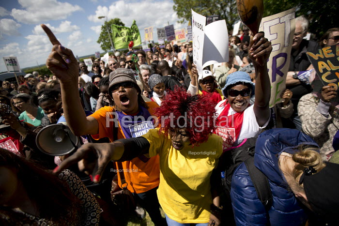 Surround Yarls Wood, End Detention. Set Her Free. Protest outside Yarls Wood Immigration Detention Centre against women in detention, Bedfordshire - Jess Hurd - 2015-06-06