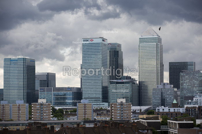 Storm clouds gather over Canary Wharf and the financial buildings in the London Docklands. Poplar, East London. - Jess Hurd - 2015-06-22