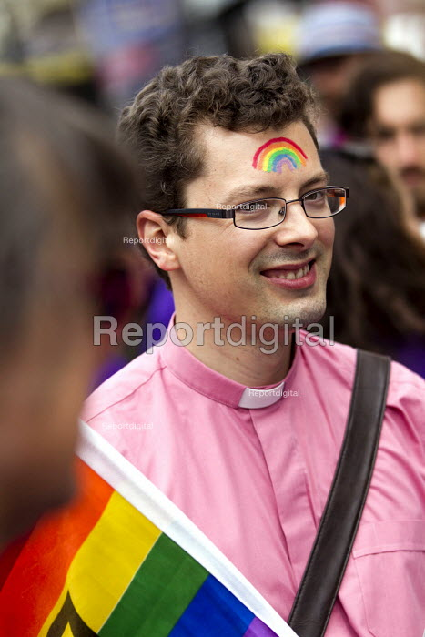 Vicar Pride in London Parade 2015 - Jess Hurd, jj1506p02.jpg