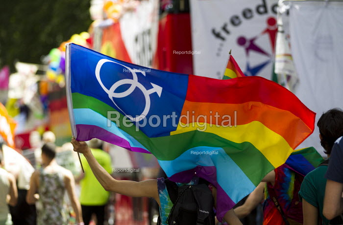 Lesbian rainbow flag Pride in London Parade 2015 - Jess Hurd - 2015-06-27