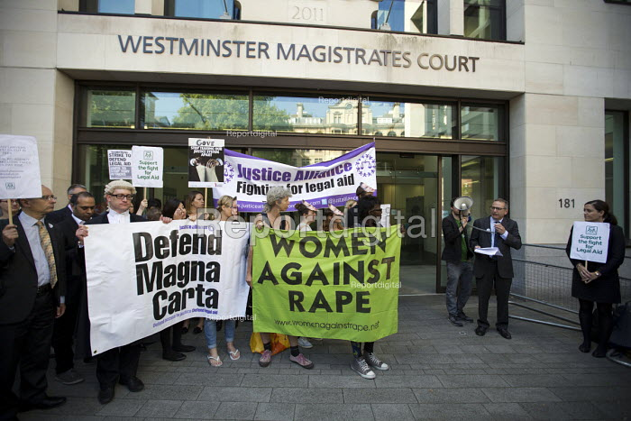 John Black speaking. Lawyers protest against Legal Aid cuts, Westminster Magistrates Court. London. - Jess Hurd - 2015-07-22