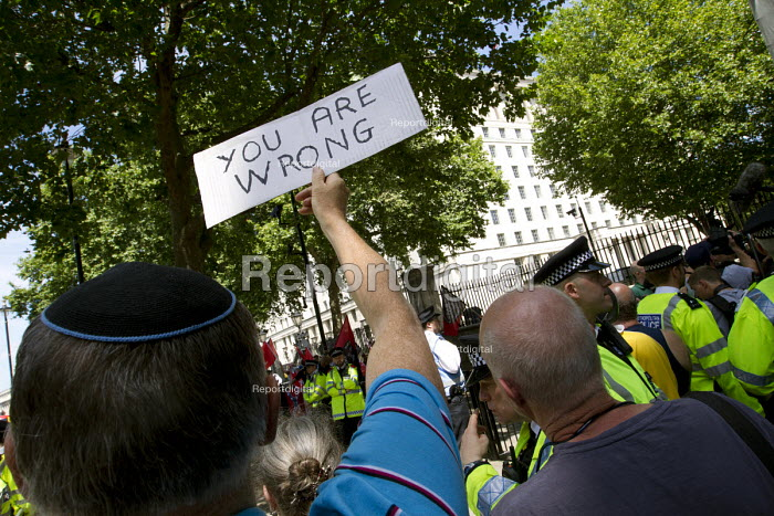 You Are Wrong. Anti racists protest against a small group of fascists alleging the Jewification of Britain. They were banned from Golders Green. Westminster, London. - Jess Hurd - 2015-07-04
