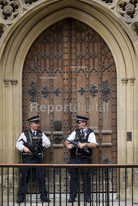 Armed police outside the Palace of Westminster, St Stephens Gate. London. - Jess Hurd - 2015-07-08
