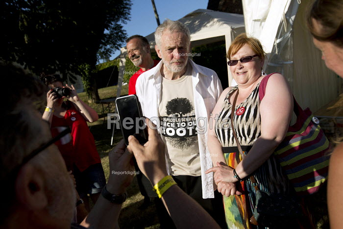 Jeremy Corbyn MP campaigning for Leader of the Labour Party at the Tolpuddle Martyrs Festival. Tolpuddle. Dorset. - Jess Hurd - 2015-07-19