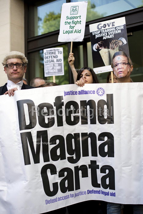 Lawyers protest against cuts in Legal Aid, Westminster Magistrates Court. London. Defend Magna Carta - Jess Hurd - 2015-07-22