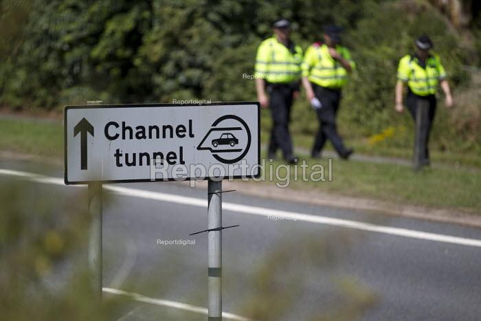 British policing. Eurotunnel, Folkestone. Kent. - Jess Hurd - 2015-08-01