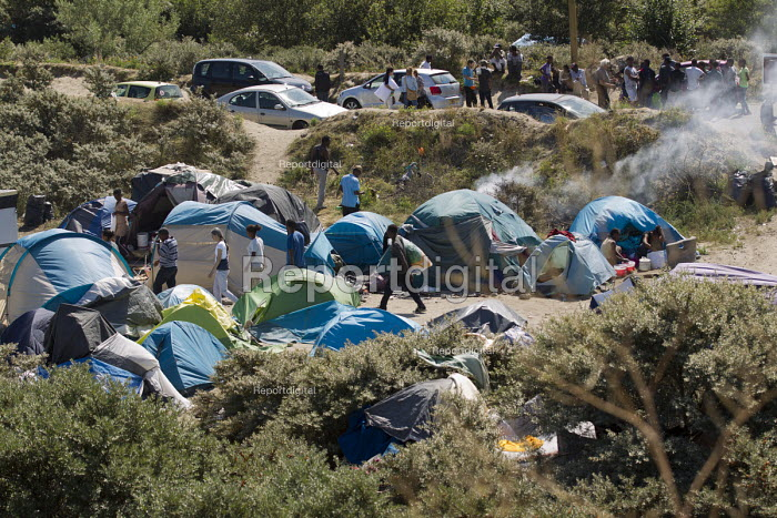Migrants shelters Calais refugee camp The Jungle France. - Jess Hurd - 2015-08-08