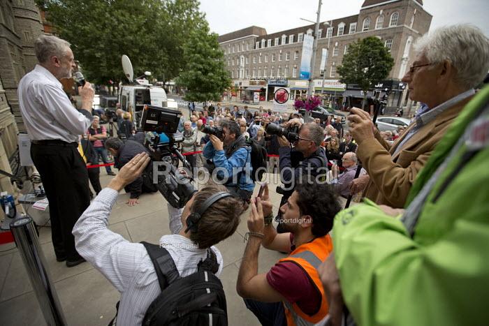 Jeremy Corbyn speaking to overflow of supporters outside Ealing Town Hall London before a Quiz Corbyn meeting inside - Jess Hurd - 2015-08-17