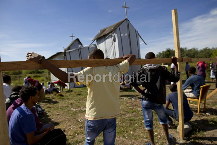 West African migrants Christian service in makeshift church Calais refugee camp The Jungle France. - Jess Hurd - 2015-08-02