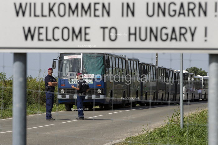 Welcome to Hungary, refugees using the Beremend, Hungarian border crossing. Hungary. - Jess Hurd - 2015-09-19